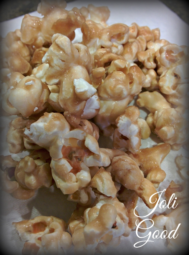 Homemade Caramel Popcorn | lookingjoligood.wordpress.com