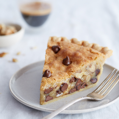 Happy Pie Day! To celebrate, here is the recipe of one of my very favorite pies NESTLÉ® TOLL HOUSE® Chocolate Chip Pie| lookingjoligood.wordpress.com